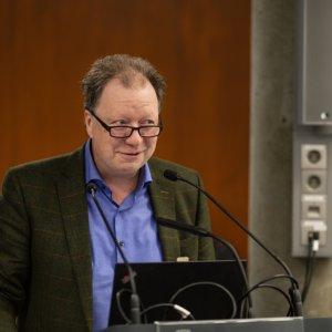 Die Konferenz wurde eröffnet mit einem Grußwort des Rektors der Universität Stuttgart, Prof. Dr. Wolfram Ressel, dem das Tagungsthema ein wichtiges Anliegen ist und der mit großem Interesse dem