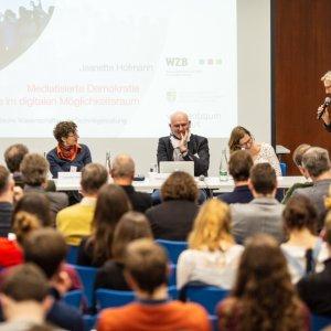 Podiumsdiskussion moderierte apl. Prof. Dr. Kathrin Braun (ZIRIUS).